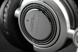 Some Advantages Of Using Noise Canceling Headphones