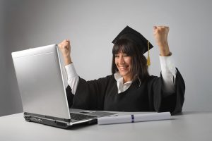 5 Pros/Cons Of Online College and Deciding If It's For You